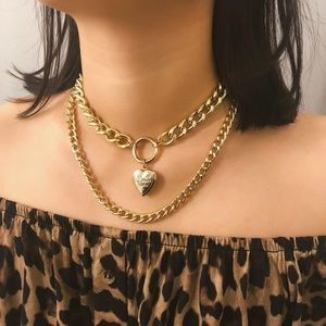 Jewelry - 🔑GOLD CHAIN WITH HEART LOCKET🔑